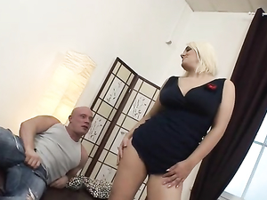 Big Ass Blonde Gal Opens Up For A Double Penetration