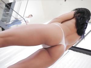 Young Porn Babe Lexi Dona Makes Him Cum
