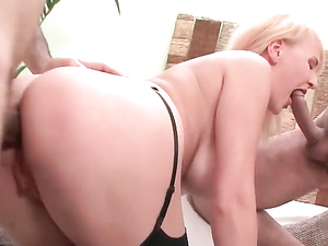 Curvy Whore Is Perfect For A Double Anal Penetration
