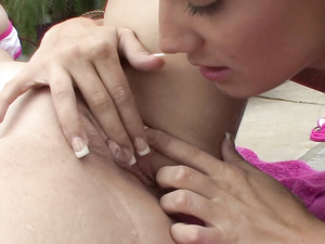 Munching And Finger Banging A Wet Lesbian Cunt