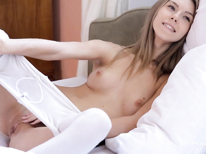 Masturbating Beauty Invites Him To Bed To Play